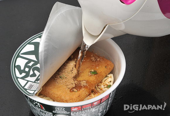 Just add water to the cup noodles and you're done!