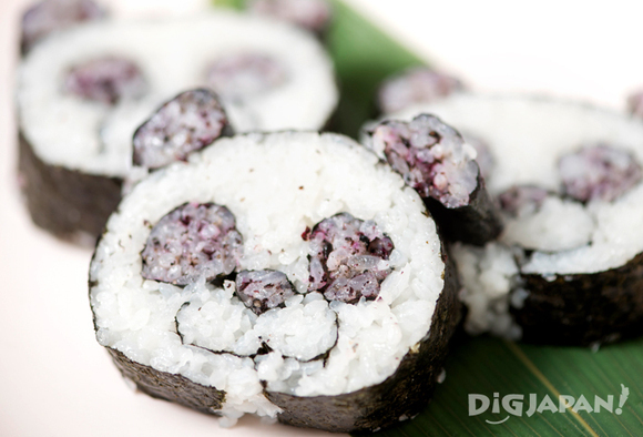 The finished panda sushi roll