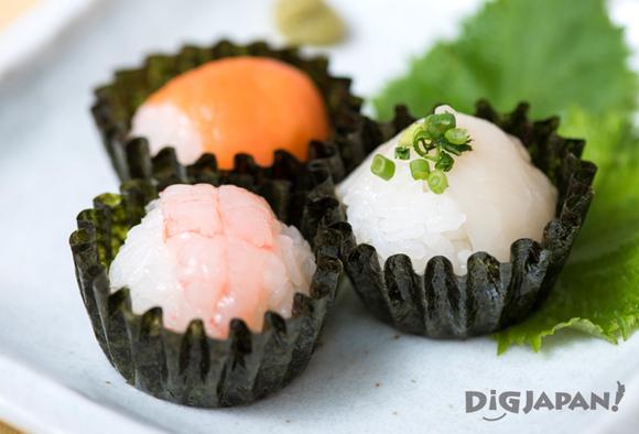 Bite-sized sushi in nori cups