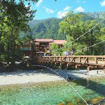 """สัมผัสเสน่ห์ธรรมชาติเทือกเขาแอลป์ญี่ปุ่นที่ """"คามิโคจิ"""""""