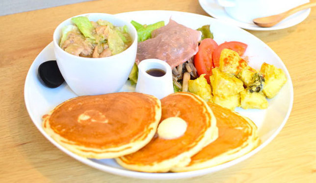 Thick, Fresh Pancakes from the Popular uzna omom b one in Harajuku