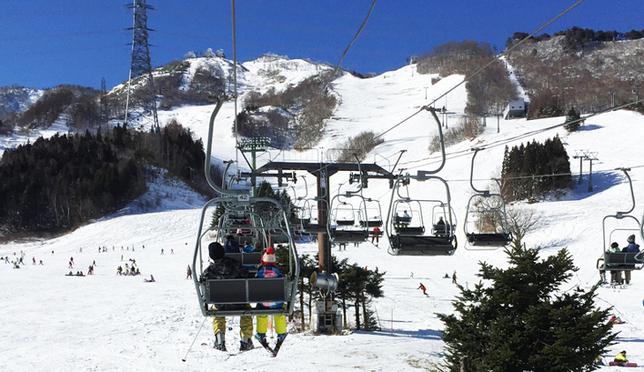 日本苗場滑雪記。初學者雪具租借、親子滑雪體驗分享!
