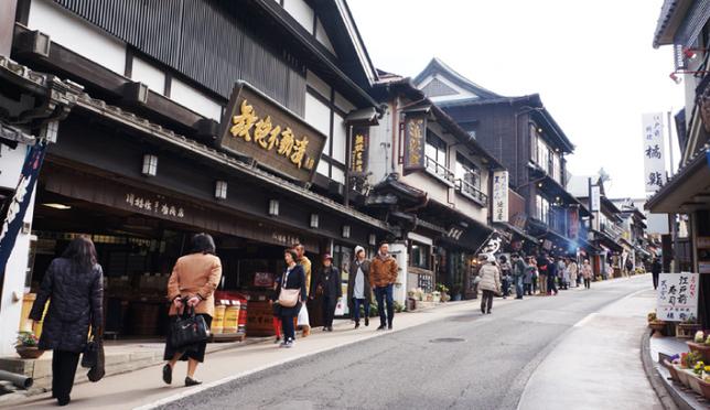 Right near Narita Airport!  Enjoy the Retro Atmosphere of Naritasan Omotesando Road