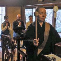 外国人が僧侶と友達に!?お寺がもっと身近な存在になる仏教体験