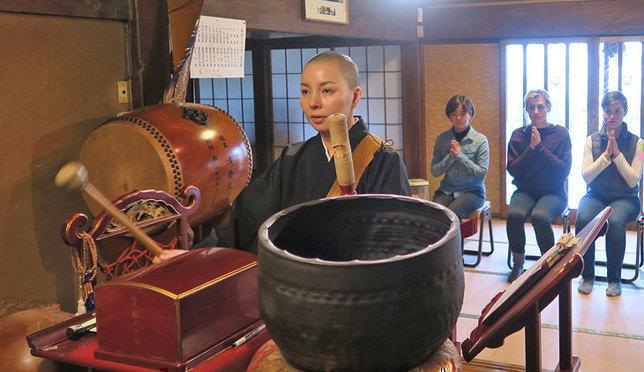 お寺がもっと身近な存在に! 外国人が僧侶の日常生活を体験してみた