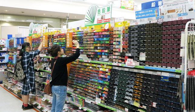 外国人にも大人気!日本一安く文房具を売る店 世界堂新宿本店