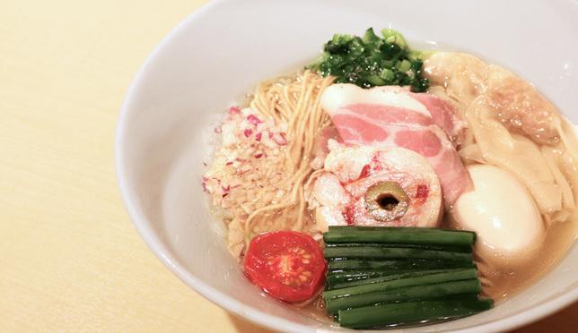 เป็นหนึ่งทั้งหน้าตาและรสชาติ! ชิโอะราเมนจากร้าน Motenashi Kuroki ที่ย่านอากิฮาบาระ
