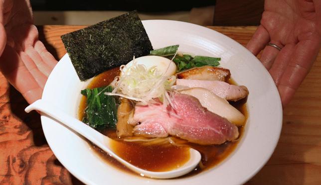 """美味不断变化的传统酱油拉面""""面处筱原"""""""