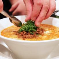 ほどよい辛みの効いた極上担々麺 ミシュラン星付きラーメン店『創作麺工房 鳴龍』