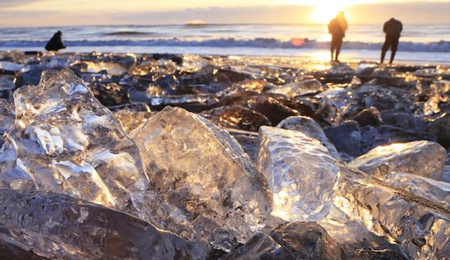 冬季北海道神祕奇幻的自然美景!十勝大津海岸上的超透亮寶石冰!
