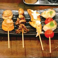 来神乐坂,尝尝日本第一家烤鱼串专门店的新鲜烤炸鱼串味