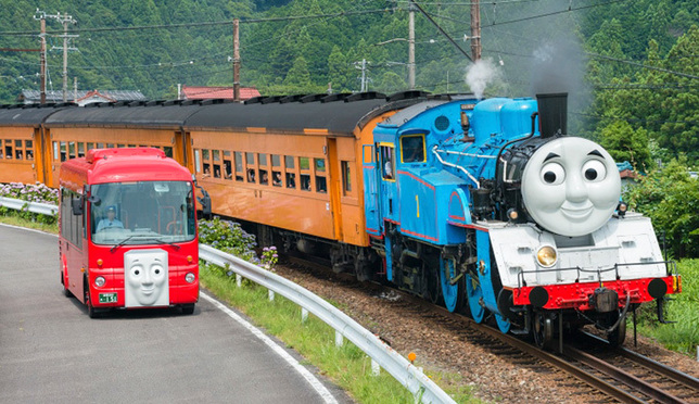 ชวนนั่งรถไฟโบราณชมวิวไร่ชาและซากุระที่จ.ชิซุโอกะ