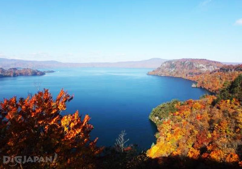 ทะเลสาบโทวาดะ(ภาพที่บริวเวณยะสุมิยะ) (จังหวัดอาโอโมริ)
