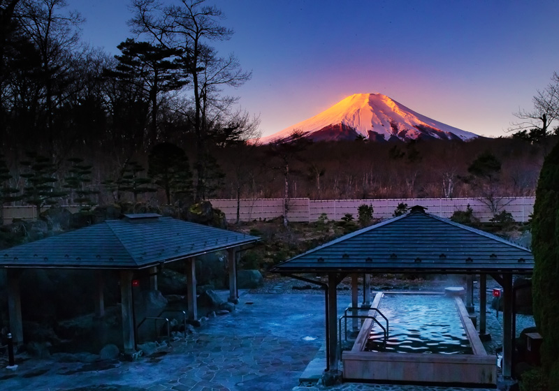 Yamanakako Onsen sunrise on mount Fuji