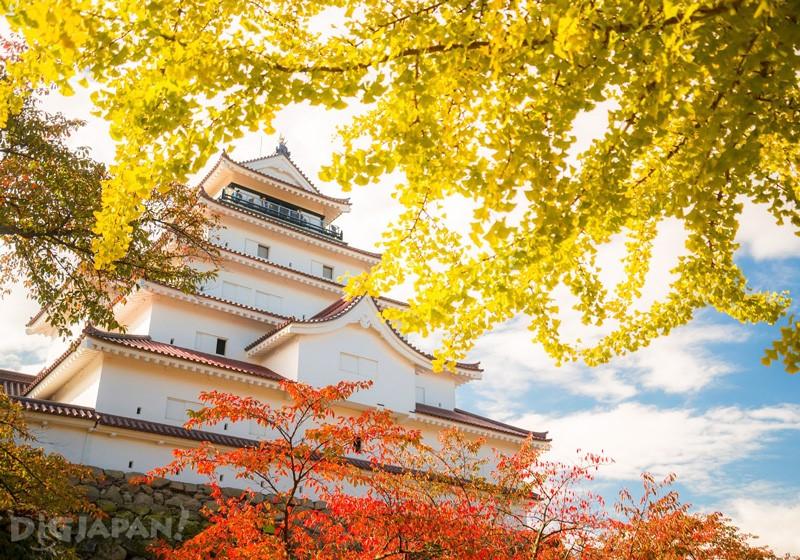 紅葉と鶴ヶ城
