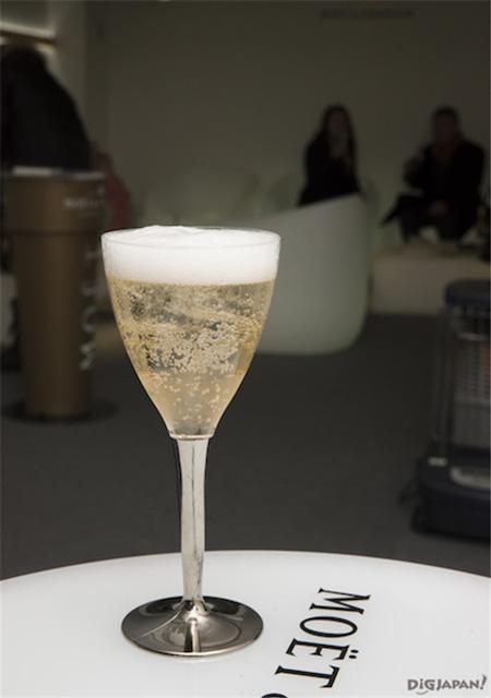 氷を浮かべるシャンパン「アイス アンベリアル」