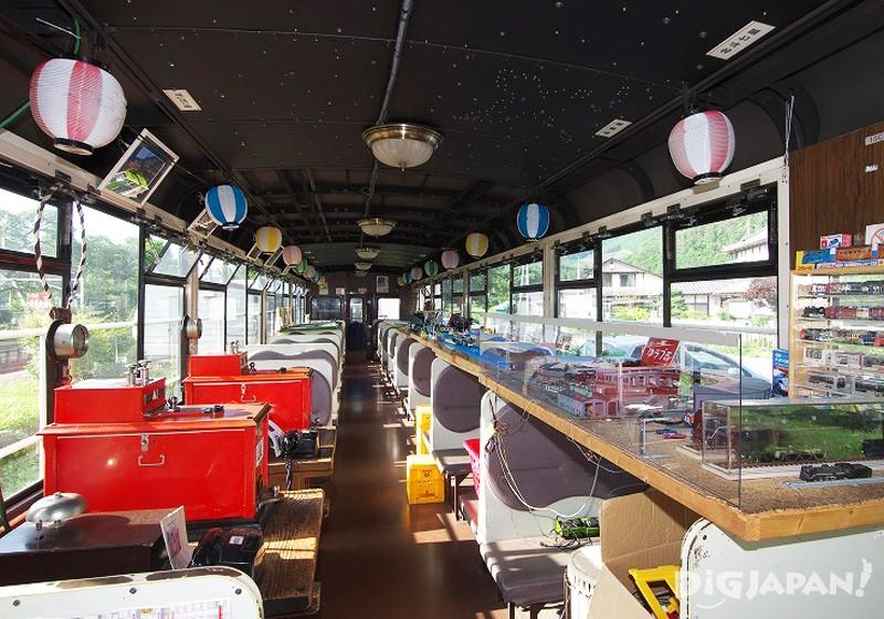 初代トロッコ列車内にはとてもわくわくする様々な展示物が