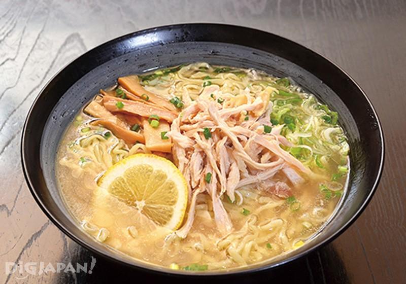 大人気の会津地鶏塩レモンラーメン 800円