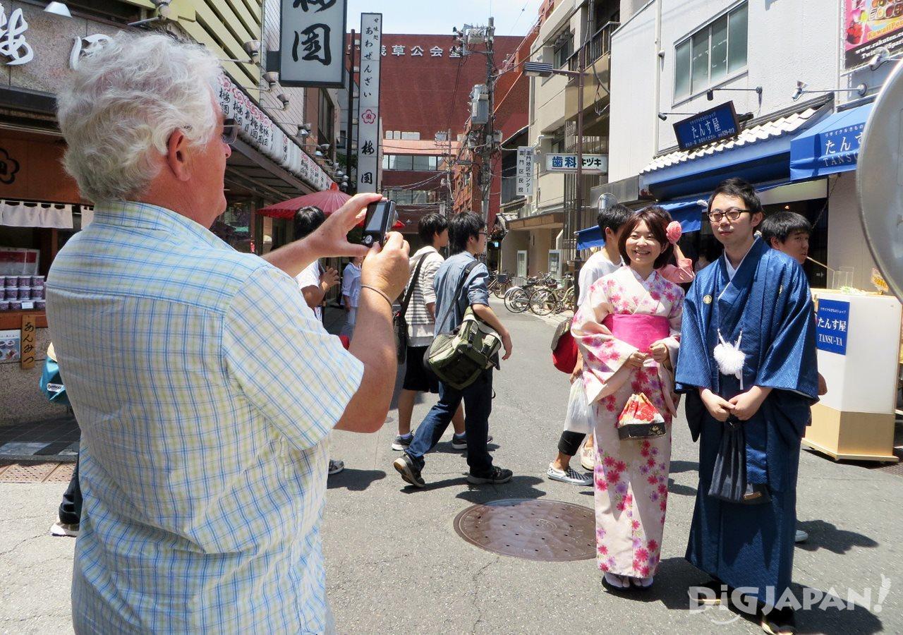 外国人と記念撮影