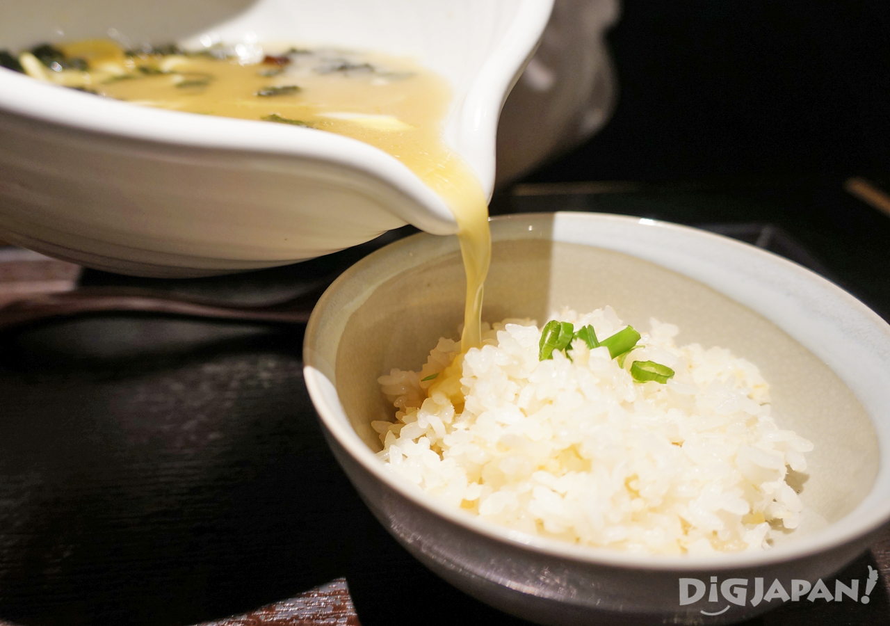 Pouring soup on the rice at Ginzasa