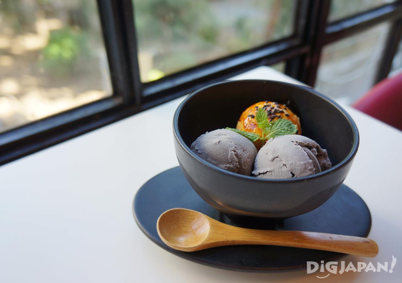 Sesame ice cream at Kugatsudo