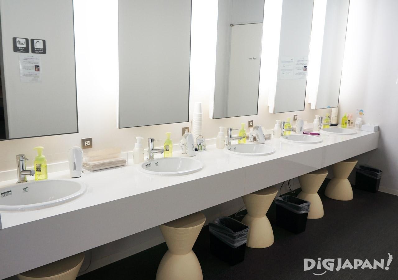 일본 캡슐 호텔 퍼스트캐빈 화장실 파우더룸