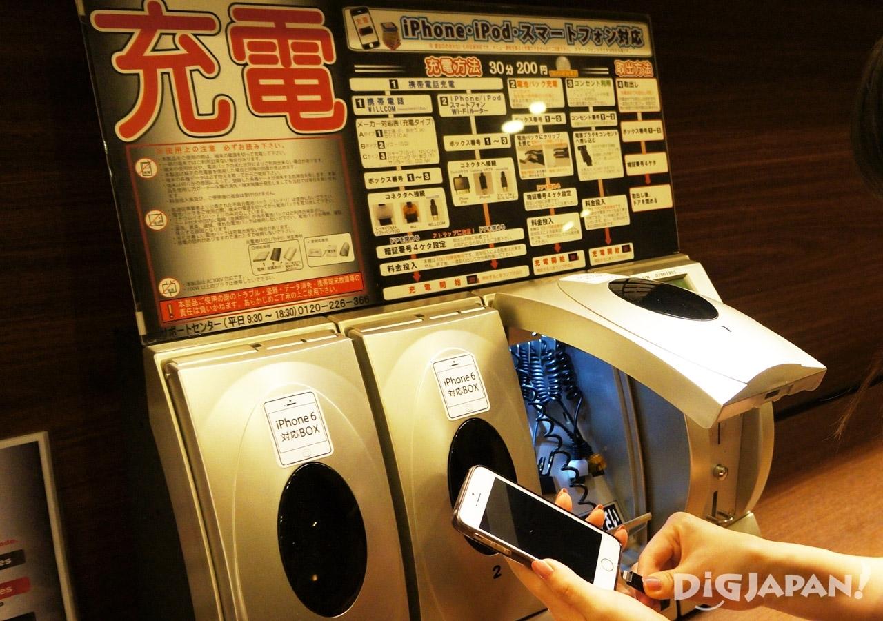 일본 캡슐 호텔 퍼스트캐빈 아이폰 충전기