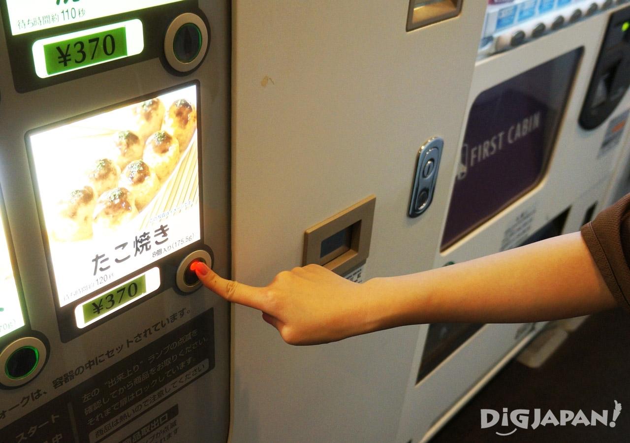 일본 캡슐 호텔 퍼스트캐빈 자판기
