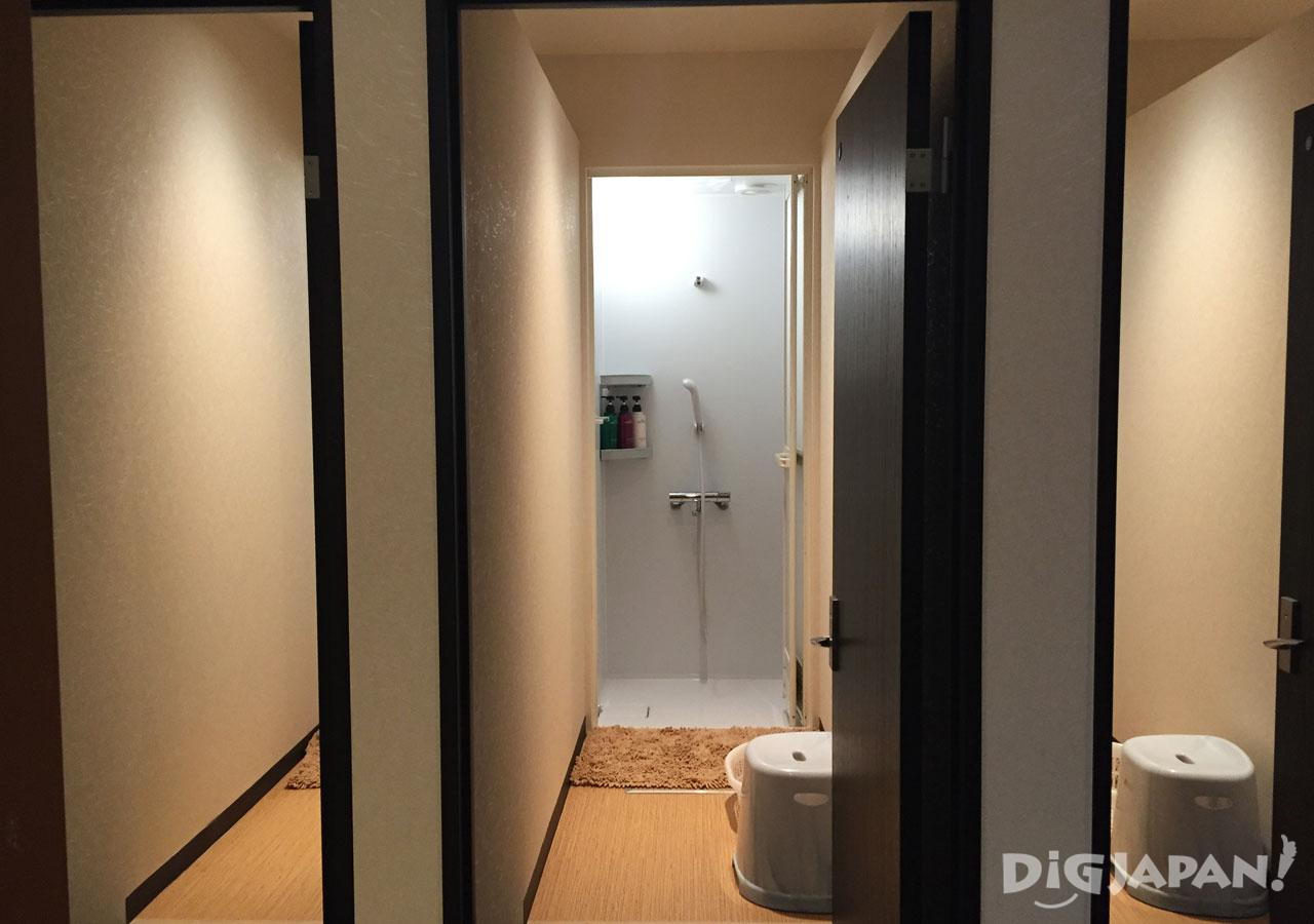 The Ryokan Tokyo Yugawara shower rooms