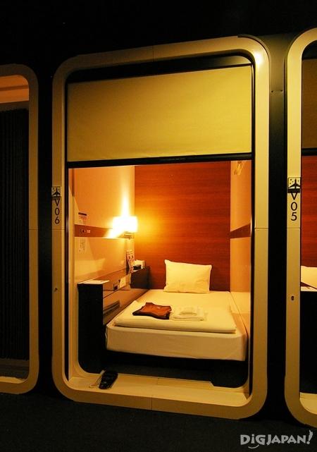 일본 캡슐 호텔 퍼스트캐빈 이등석