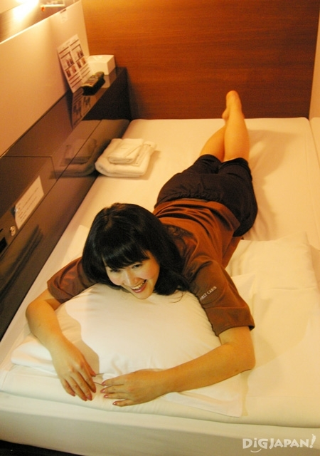 일본 캡슐 호텔 퍼스트캐빈 비지니스 클래스 침대