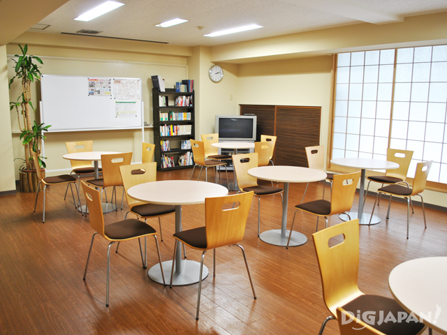 東京隅田川ユースホステル 談話室
