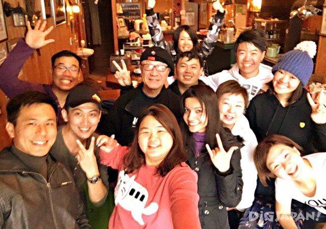 hotel & cafe GREEN STAR_外国人と記念撮影