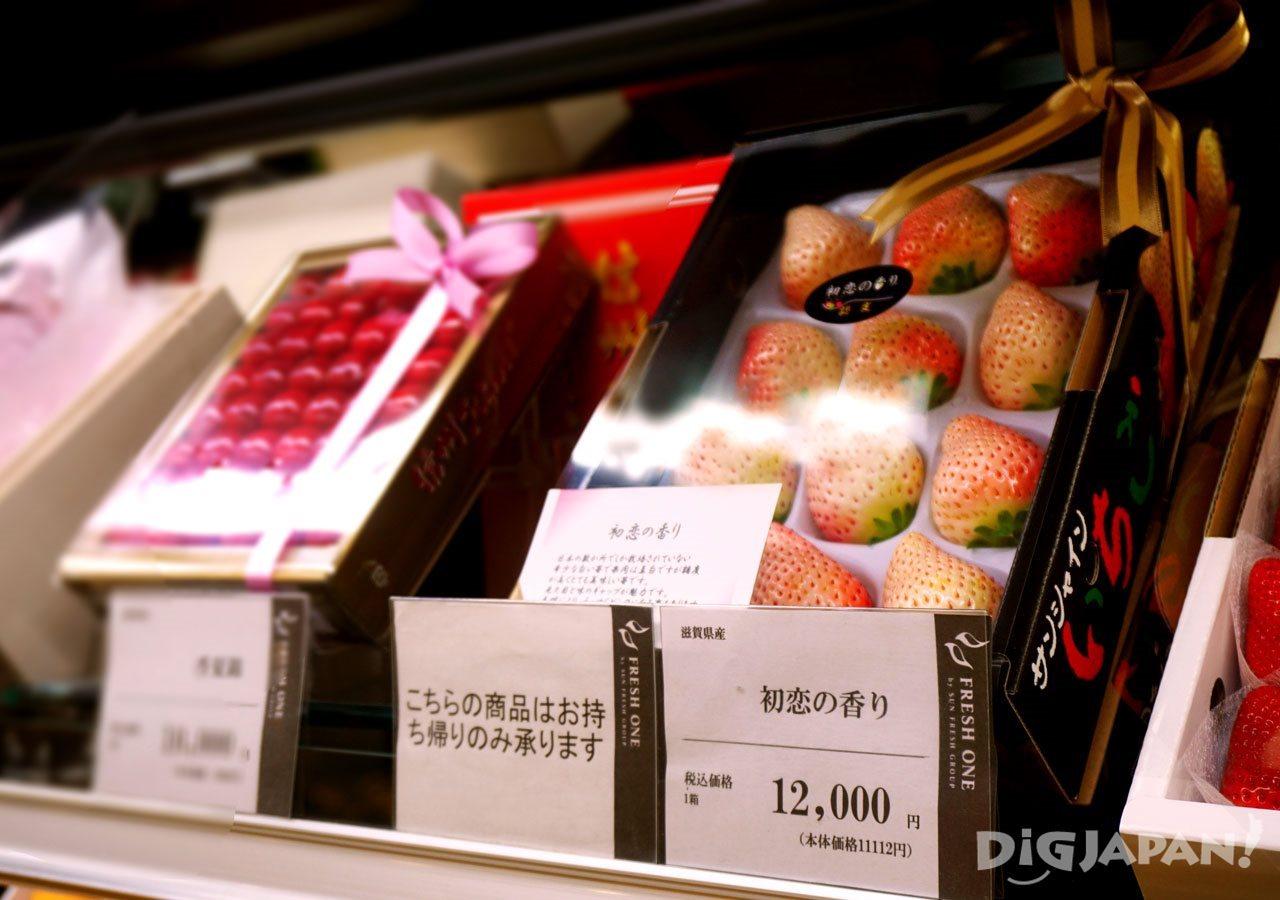 Depachika shopping fruit