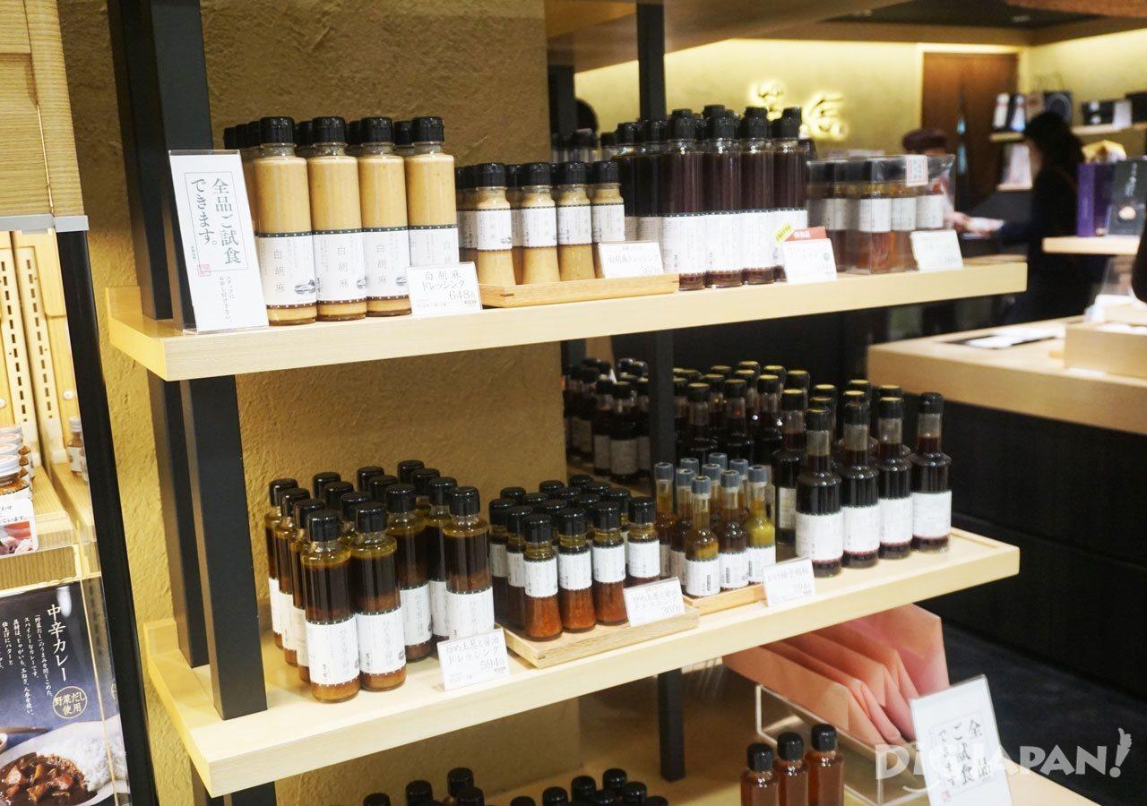 Depachika shopping seasonings and sauces