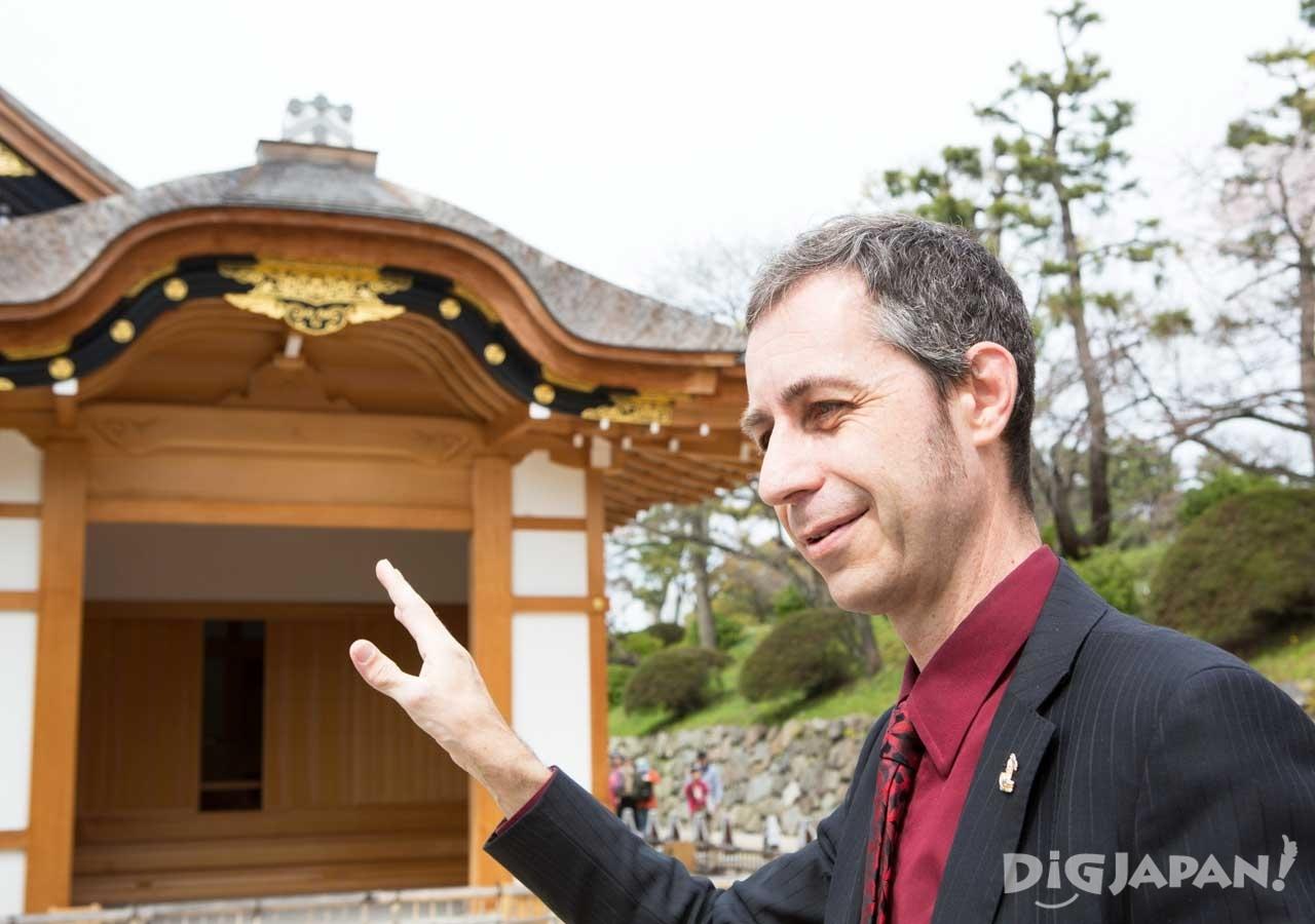 「本丸御殿を案内した外国人の友人は美しさの大喜びです」と語るクリスさん
