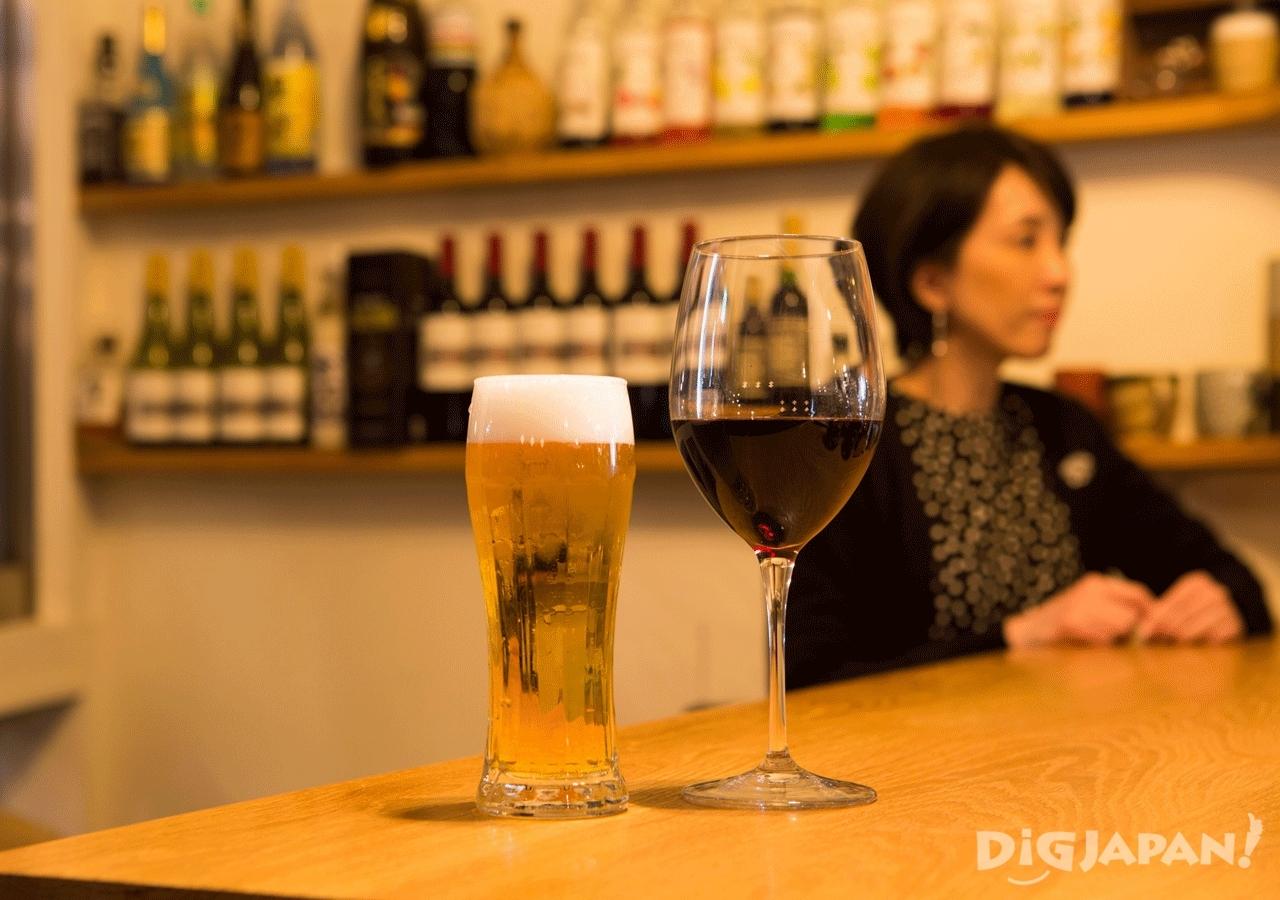 ビールとワインが手軽な価格で楽しめるハッピーアワータイムもおすすめ