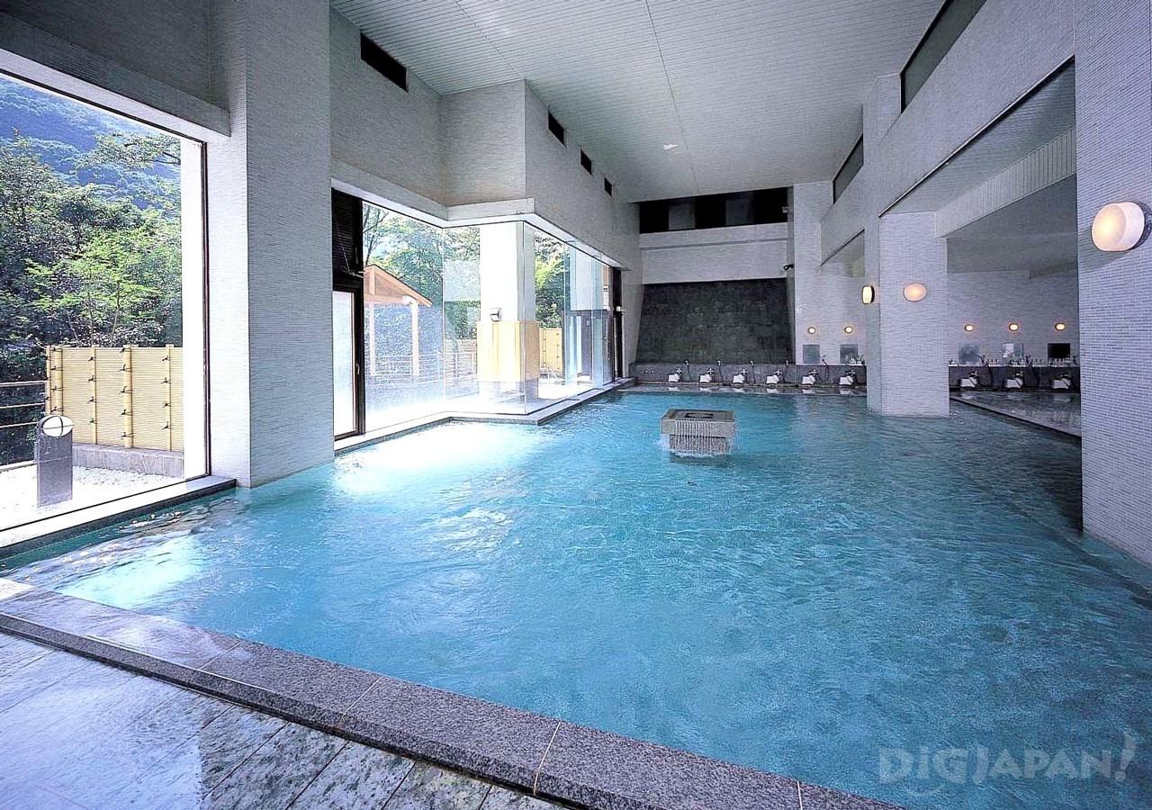 岡田飯店-室內大浴池