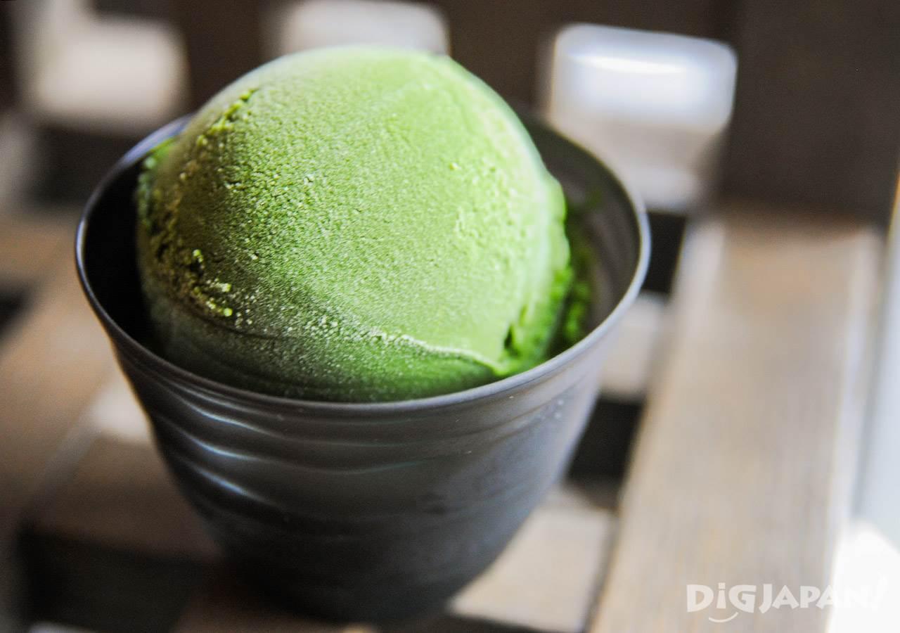 ไอศครีมชาเขียวที่เข้มที่สุดในโลก! ไอศครีมชาเขียว 2