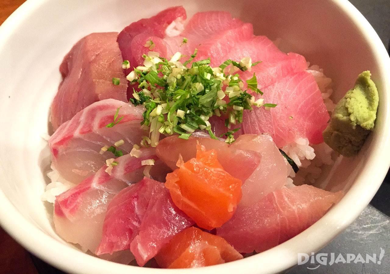 ตลาดปลานากาฮามะ_ไคเซนด้งน่ากินมาก