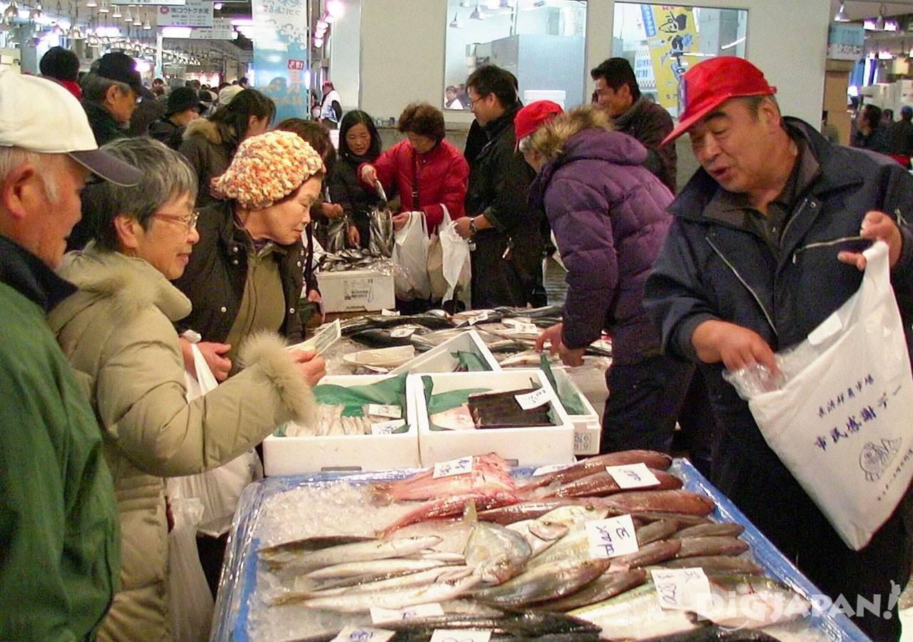 ตลาดปลานากาฮามะ_ช้อปปิ้งตลาดปลา