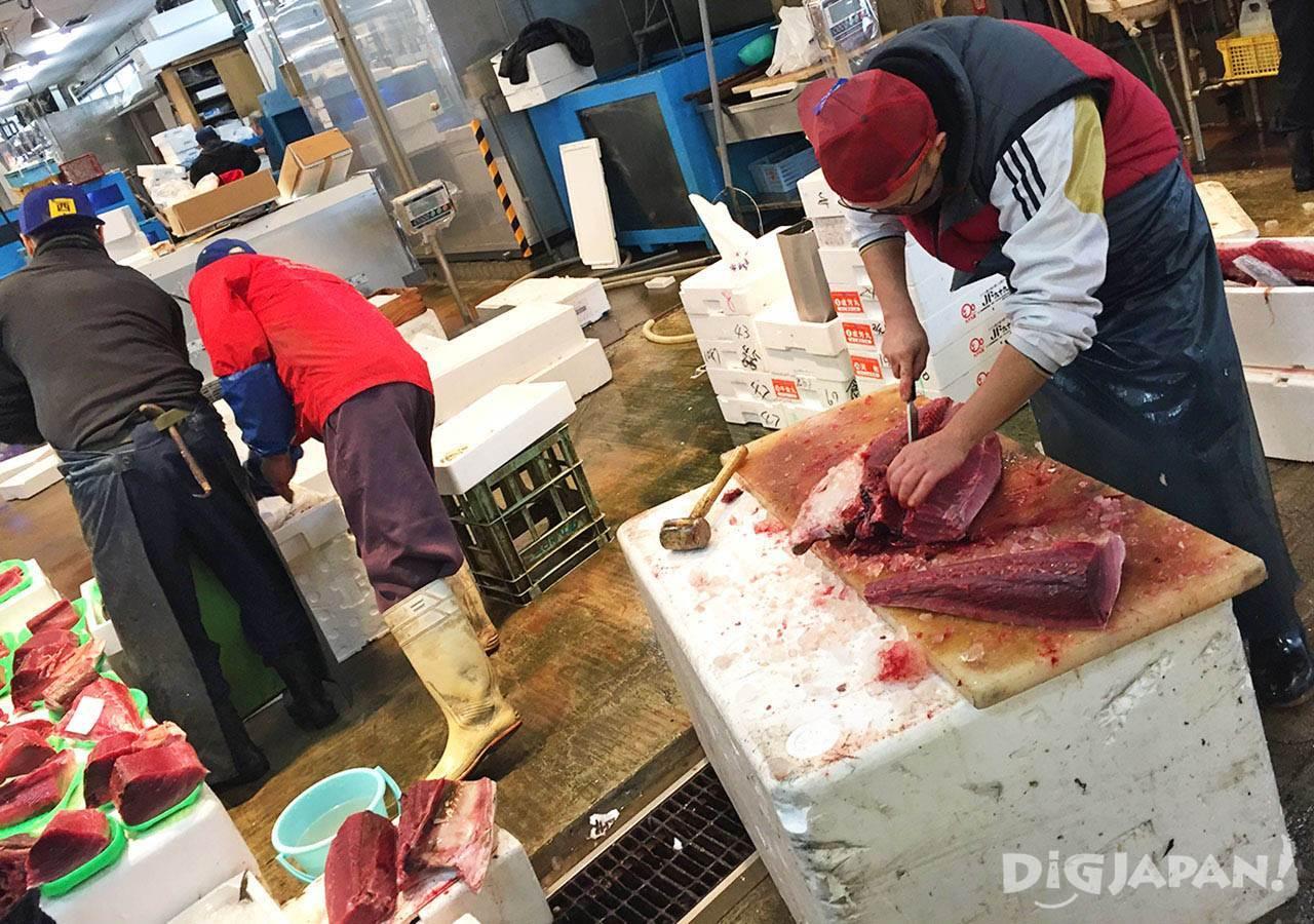 ตลาดปลานากาฮามะ_แล่ปลาสดๆ
