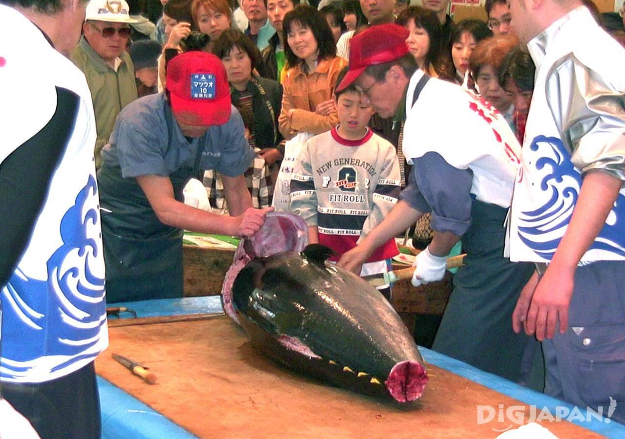 ตลาดปลานากาฮามะ_แล่ปลามากุโร่