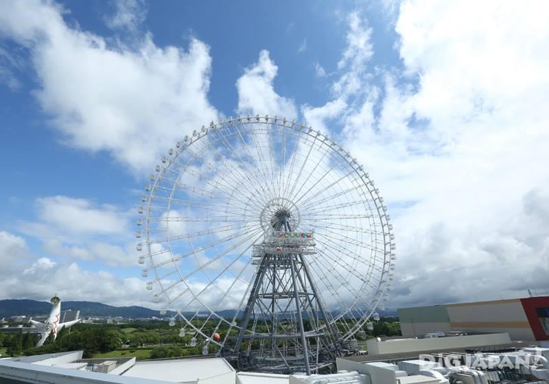 高さ123mの観覧車と万博公園太陽の塔