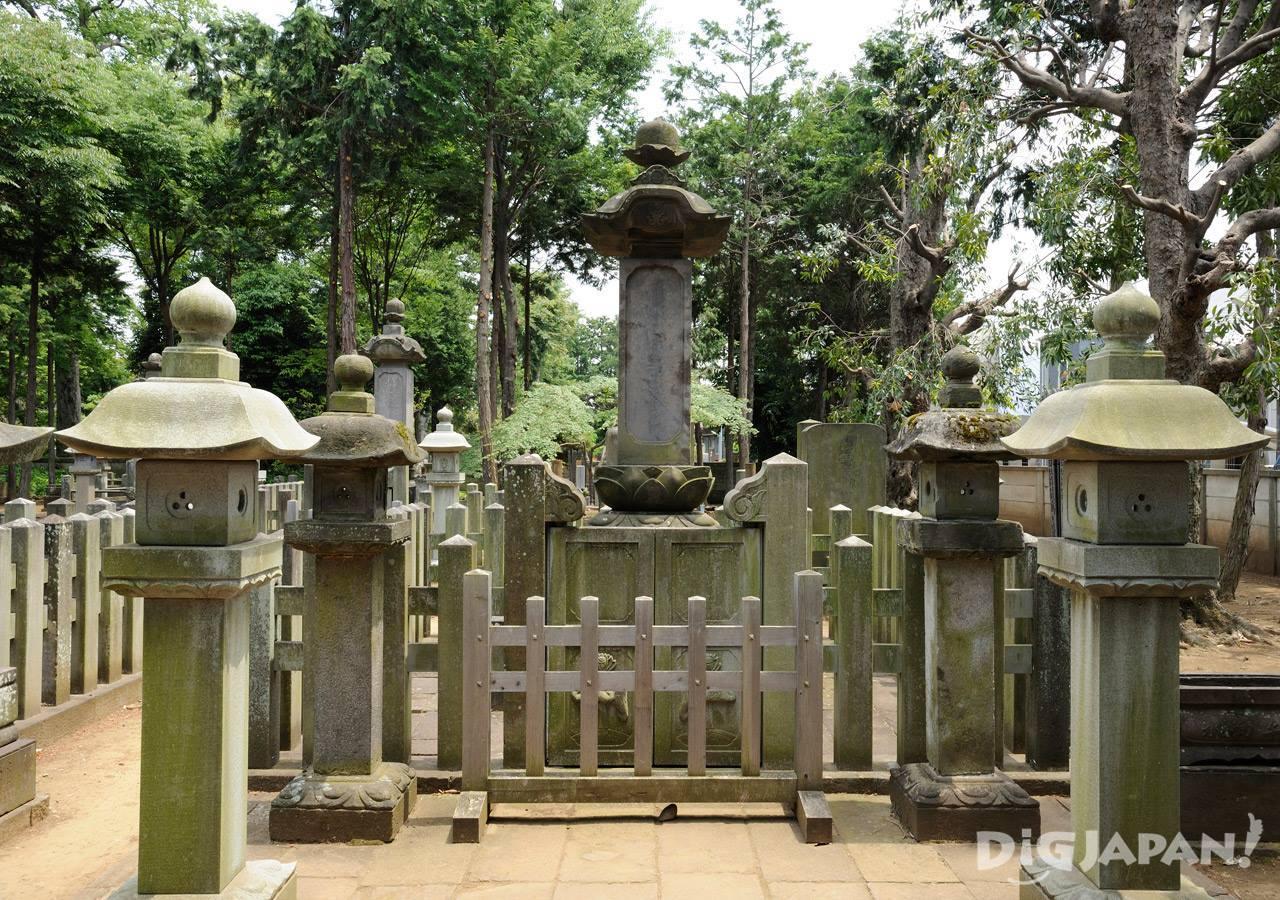 井伊家の墓