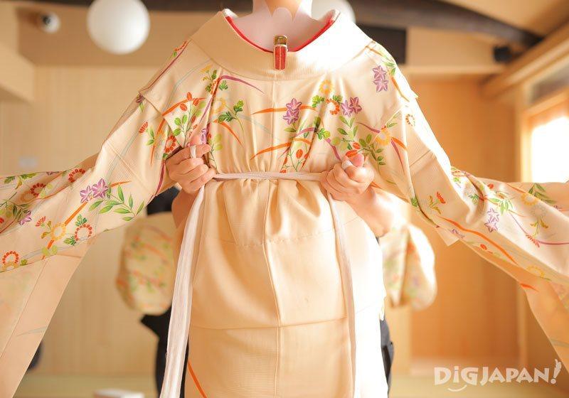 Maiko Henshin Experience Studio Shiki kimono dressing 2