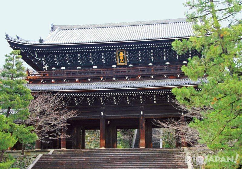Chion-in Temple in Kyoto sanmon