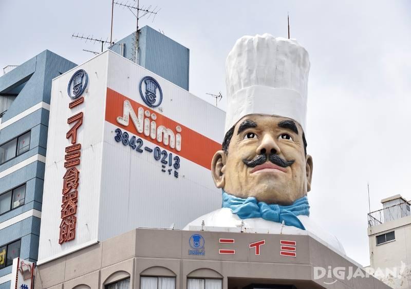 餐具店大樓上的廚師像