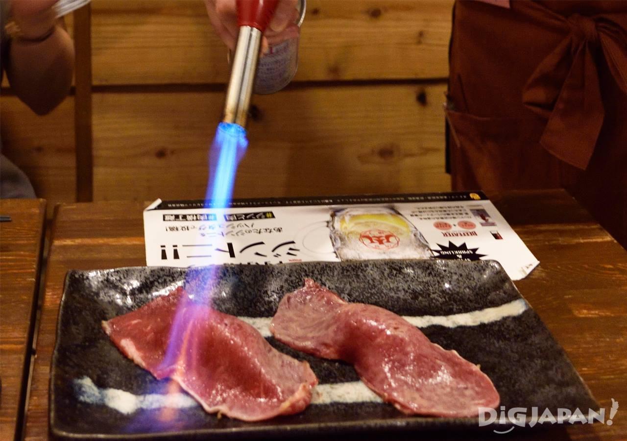 肉天国の極大炙りサーロインにぎり(肉の寿司)