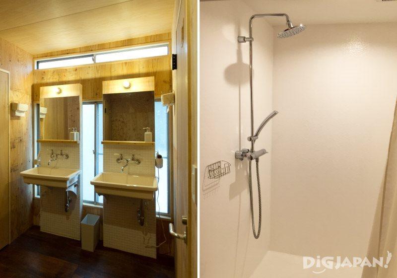 宿泊棟_洗面所とシャワールーム